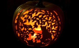 Halloween-Pumpkin-Carving-and-Lighting-Ideas_01